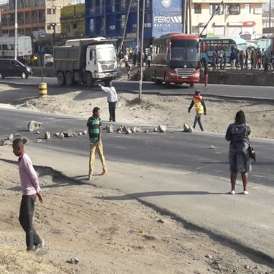 "Traffic Snarl-up in Mombasa Road as Youths Protest ""Kazi Mtaani"" Non Payment."