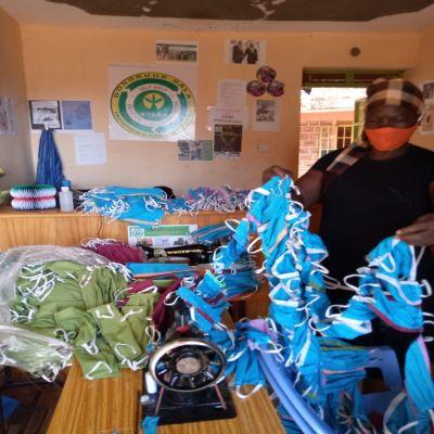 Siaya Residents receive facemasks from Dongruokdala CBO